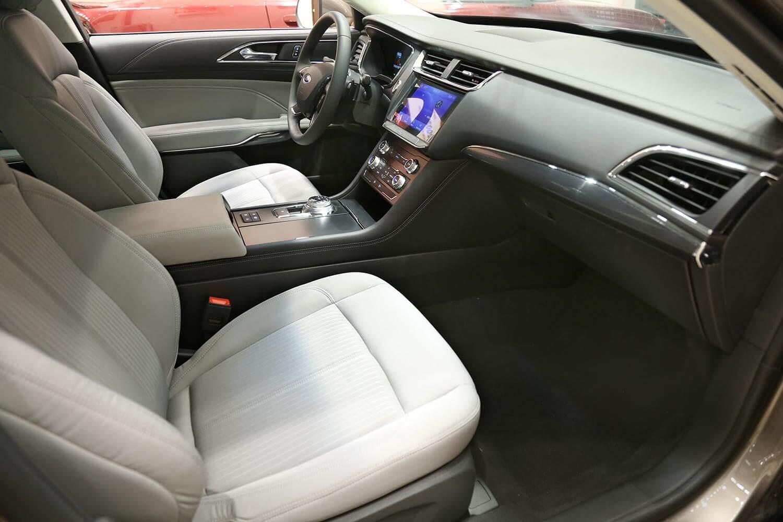 صورة داخلية للسيارة  فورد تورس امبيانتي 2020