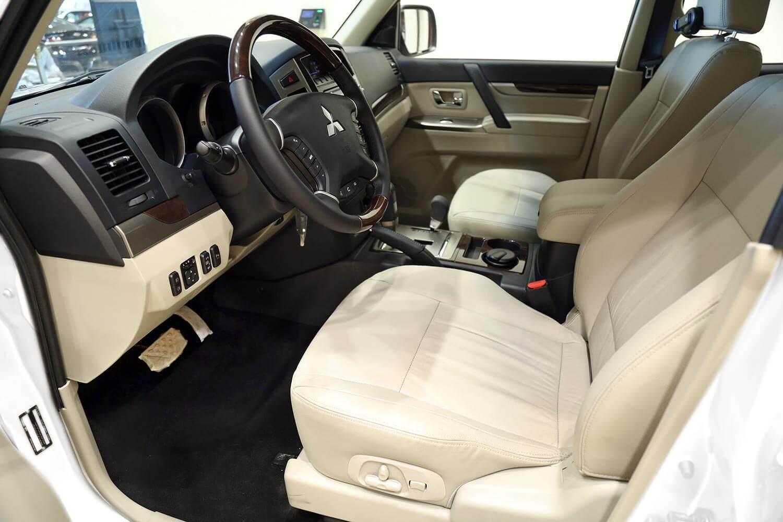 صورة داخلية للسيارة  ميتسوبيشي باجيرو GLS 2020