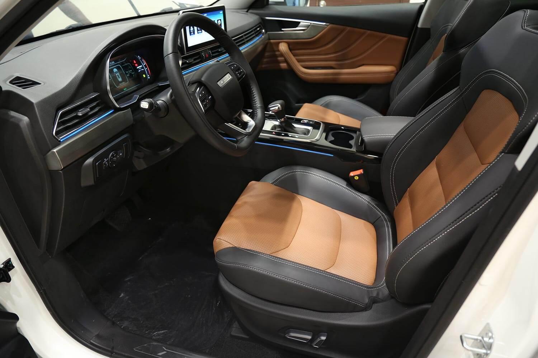 صورة داخلية للسيارة  جيتور X70 S 240T 2020
