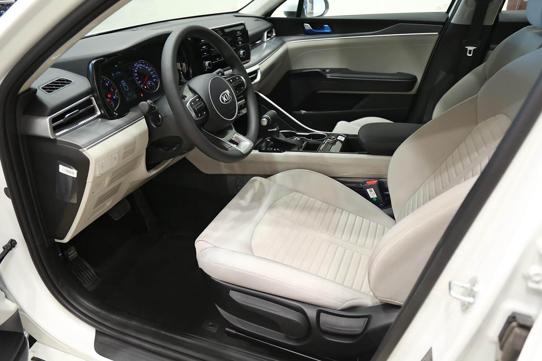 صورة داخلية للسيارة  كيا K5 LX 2021