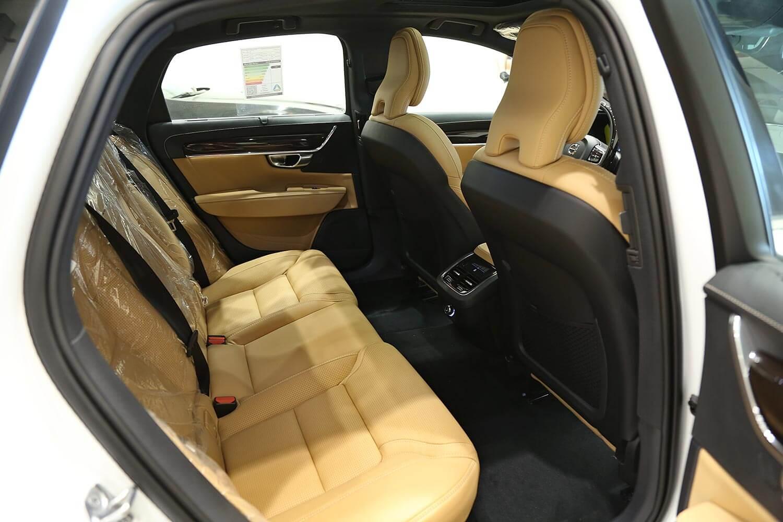 صورة داخلية للسيارة  فولفو S90 T6 2019