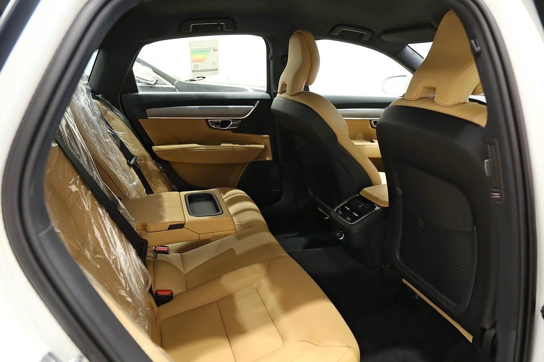 صورة داخلية للسيارة  فولفو S90 T5 2019