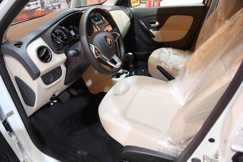 صورة داخلية للسيارة  رينو سيمبول PE 2020