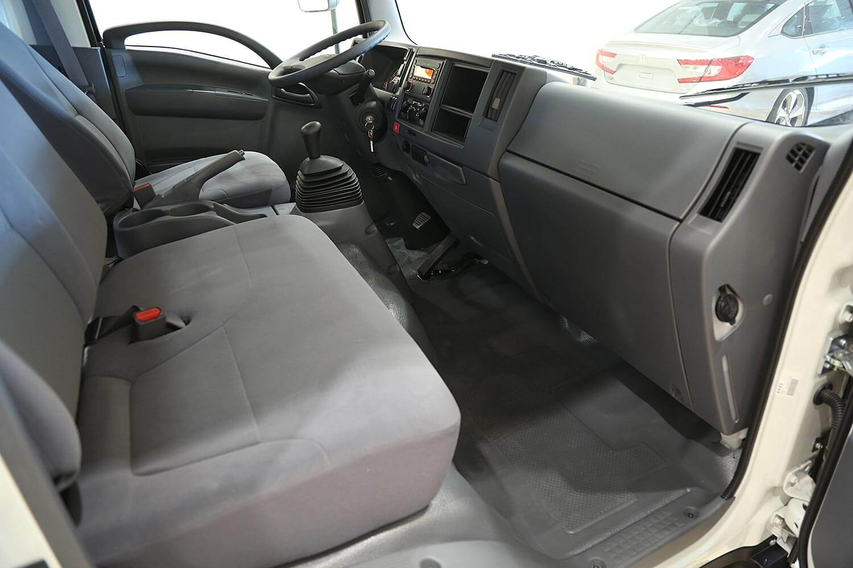 صورة داخلية للسيارة  ايسوزو دينا NPR 2021