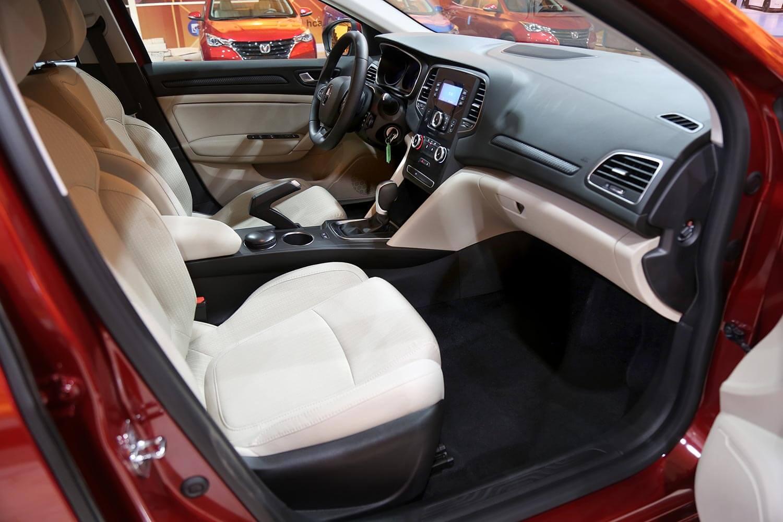صورة داخلية للسيارة  رينو ميجان PE 2020
