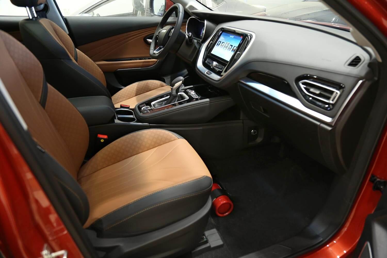 صورة داخلية للسيارة  جيتور X70 240T 2020