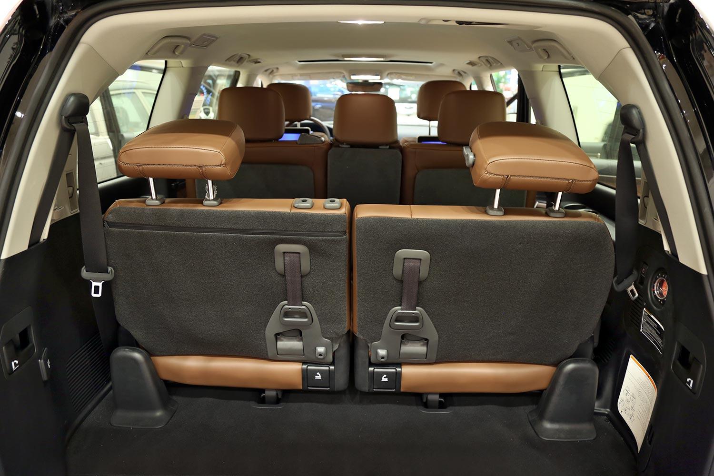 صورة داخلية للسيارة  تويوتا لاند كروزر VXR 2020