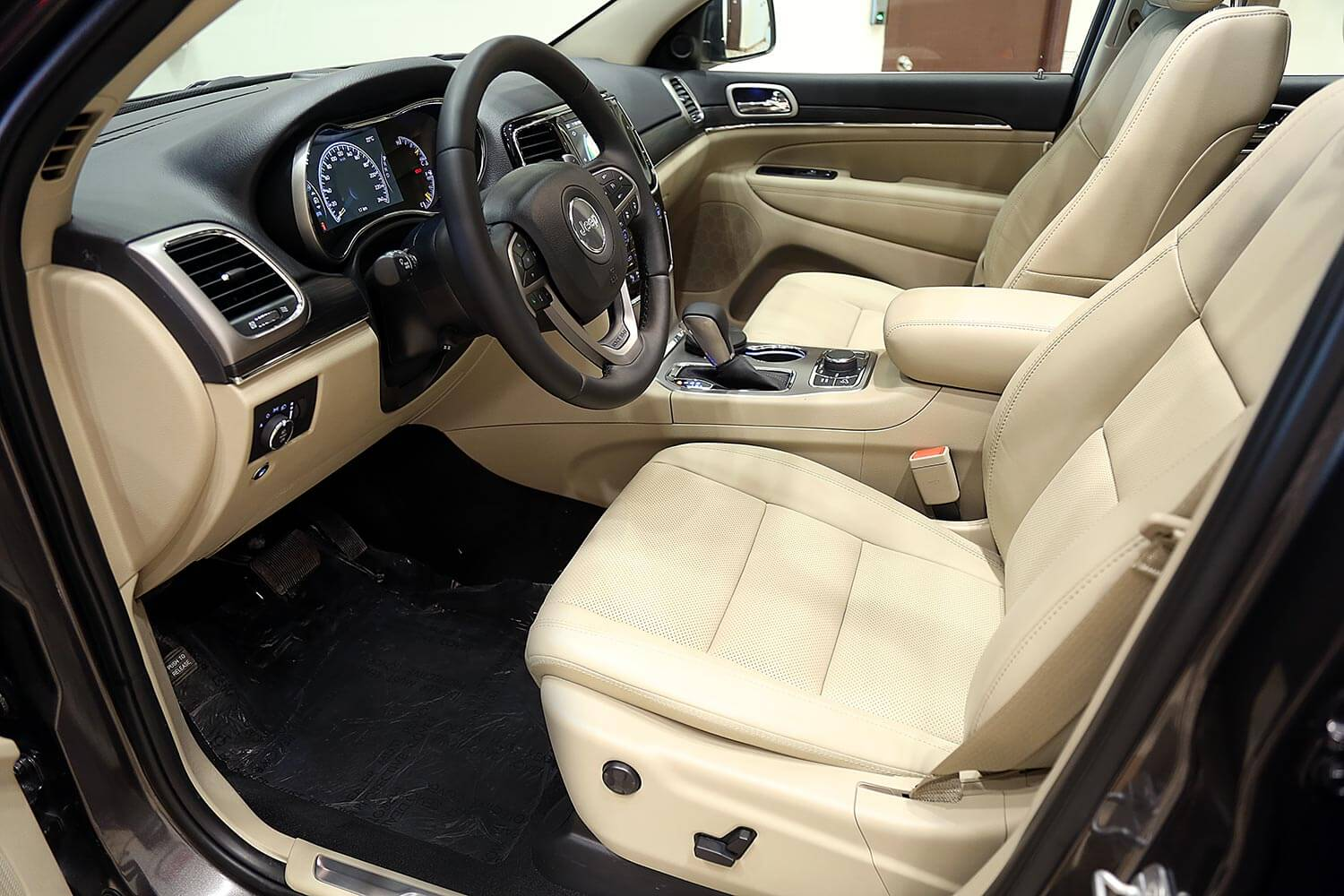 Interior Image for  Jeep Grand Cherokee Limited 2021