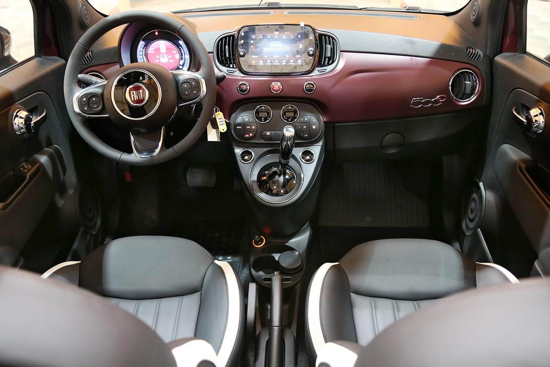 صورة داخلية للسيارة  فيات 500C Convertible 2020