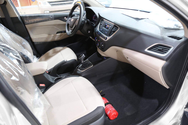 صورة داخلية للسيارة  هيونداي اكسنت GL 2020