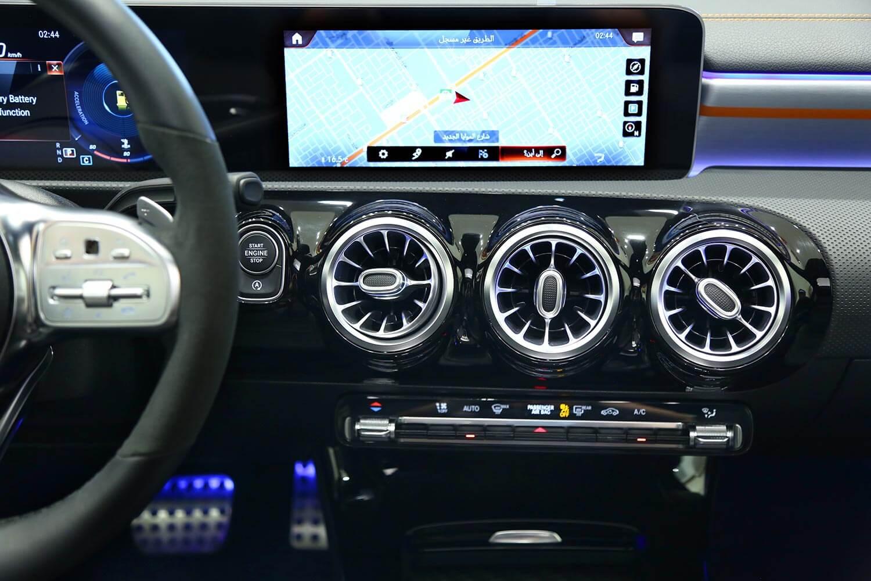 صورة داخلية للسيارة  مرسيدس بنز CLA 250 2020