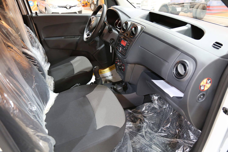 صورة داخلية للسيارة  رينو دوكر 2021