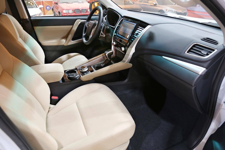 صورة داخلية للسيارة  ميتسوبيشي مونتيرو سبورت GLX دبل 2020