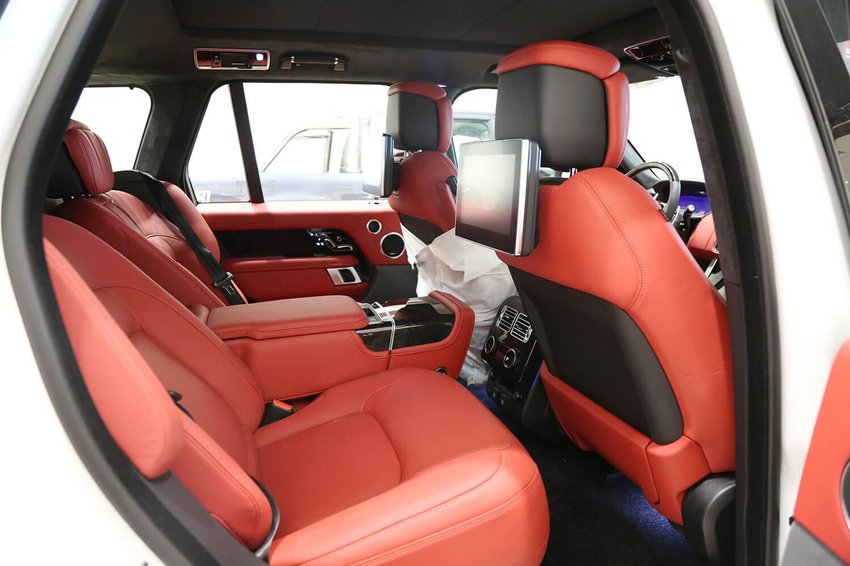 صورة داخلية للسيارة  رنج روفر اوتوبيوغرافي SE 2019
