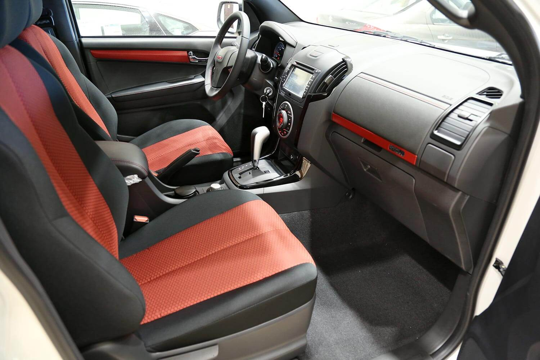 صورة داخلية للسيارة  ايسوزو ديماكس GT-Automatic 2020