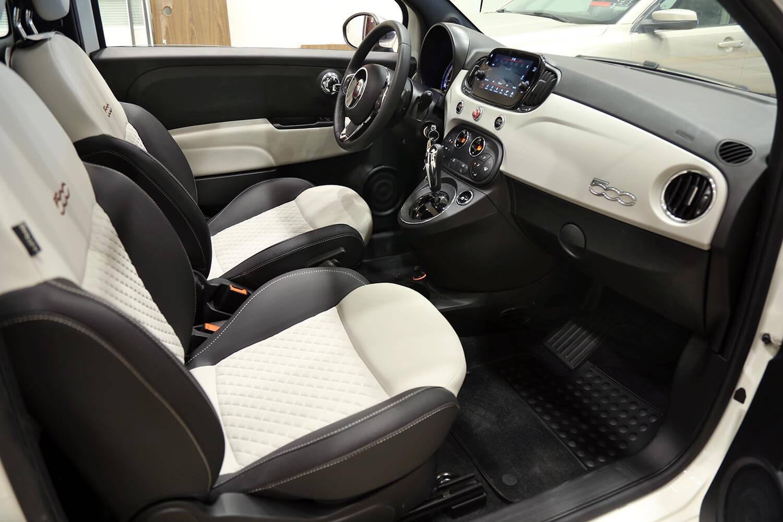 صورة داخلية للسيارة  فيات 500 Hatchback 2020