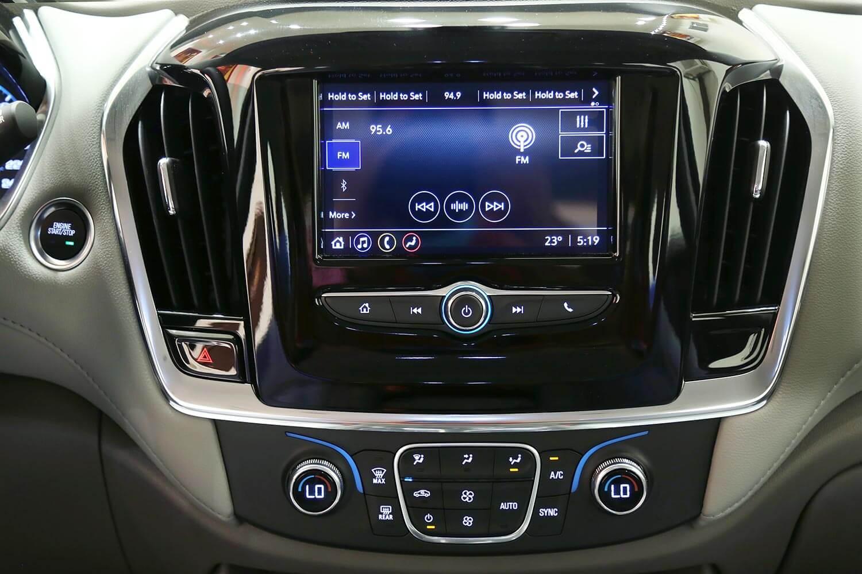 صورة داخلية للسيارة  شفروليه ترافرس LS 2020