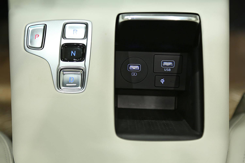 صورة داخلية للسيارة  هيونداي ازيرا سمارت 2021