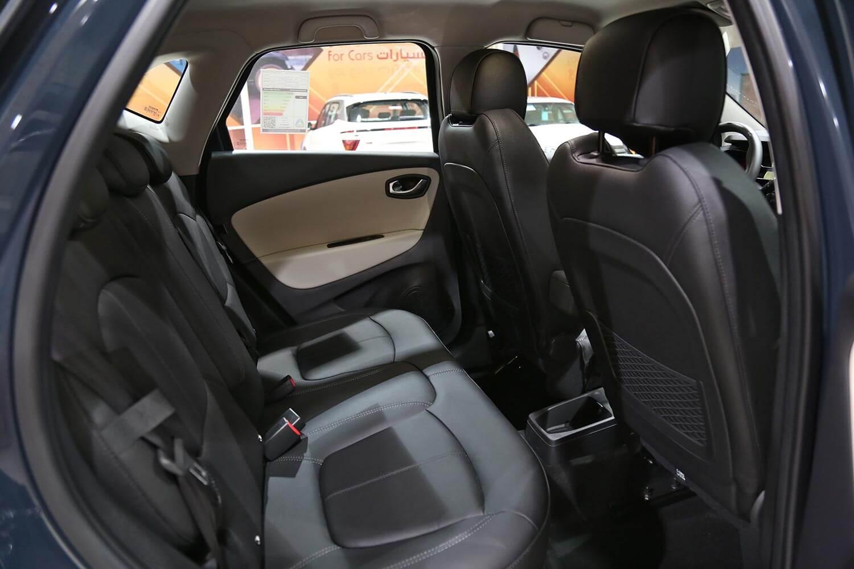 صورة داخلية للسيارة  رينو كابتشر LE 2020