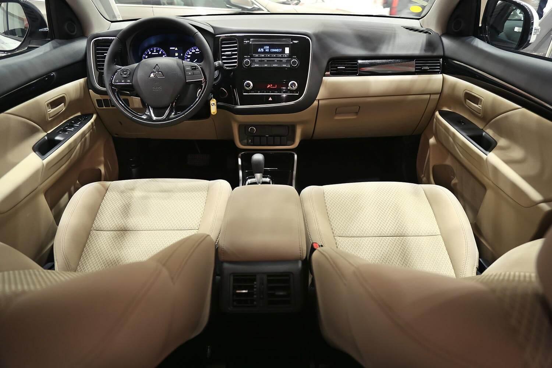 صورة داخلية للسيارة  ميتسوبيشي اوتلاندر GLX-LL 2020