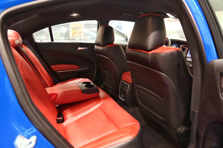 صورة داخلية للسيارة  دودج تشارجر SXT-A جلد أحمر 2019