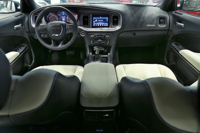 صورة داخلية للسيارة  دودج تشارجر SXT-A جلد بيج فاتح 2019