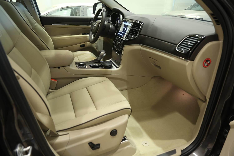 صورة داخلية للسيارة  جيب جراند شيروكي اوفرلاند 2019