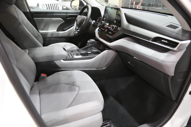 صورة داخلية للسيارة  تويوتا هايلاندر 2020