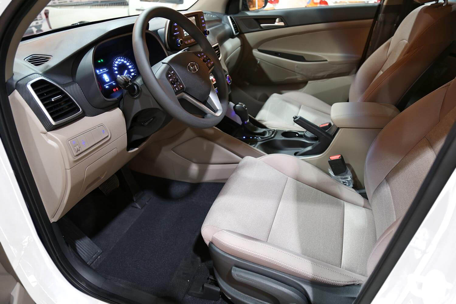 صورة داخلية للسيارة  هيونداي توسان GL-GDI 2021
