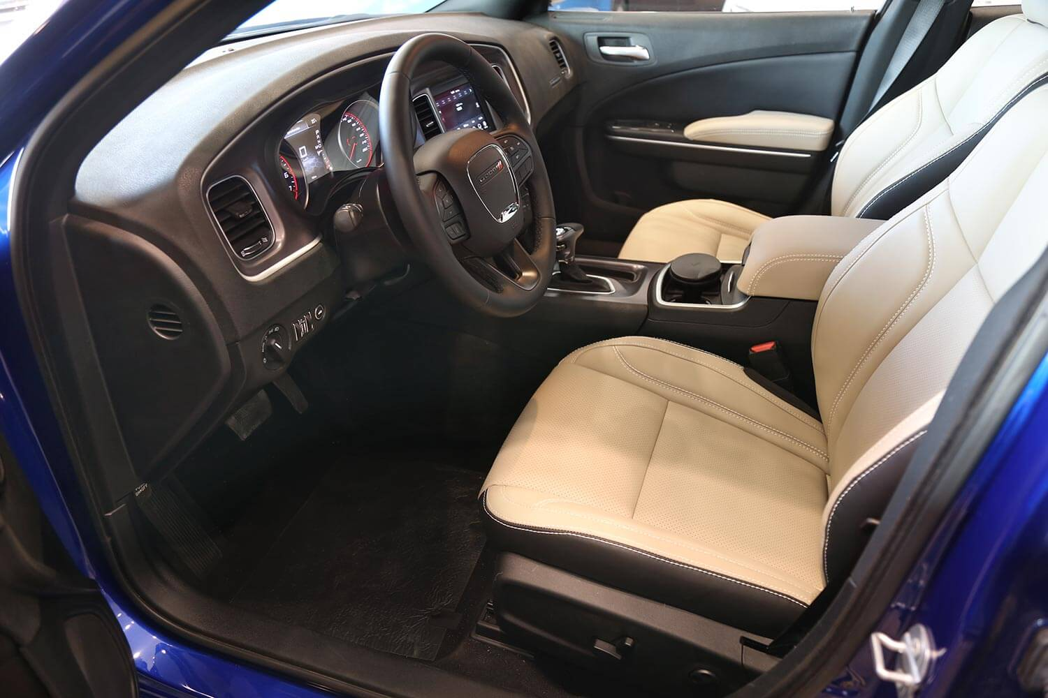 Interior Image for  DODGE Charger Beige leather-SXT-A 2020