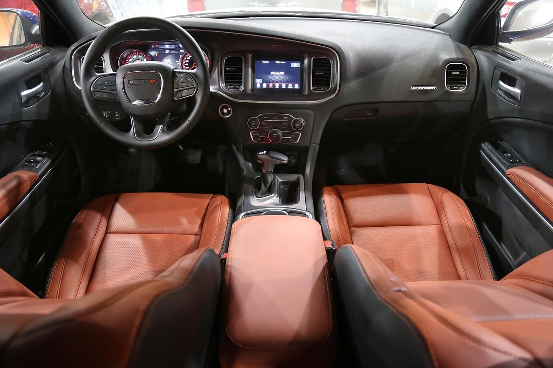 صورة داخلية للسيارة  دودج تشارجر SXT-A جملي غامق 2020