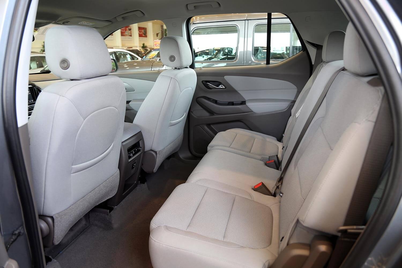 صورة داخلية للسيارة  شفروليه ترافرس LS 2021