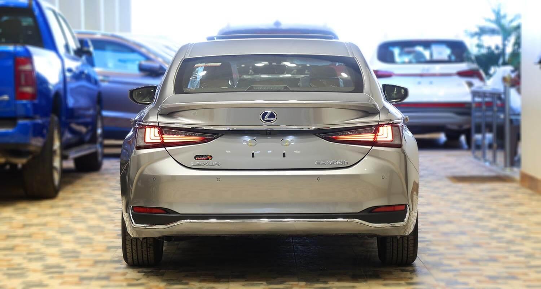 Exterior Image for  LEXUS ES300 Hybrid 2021
