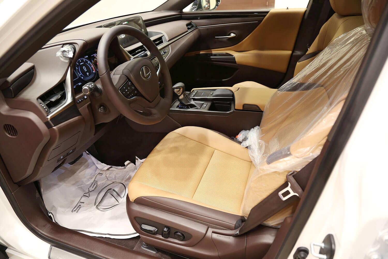 صورة داخلية للسيارة  لكزس ES350 AA 2020