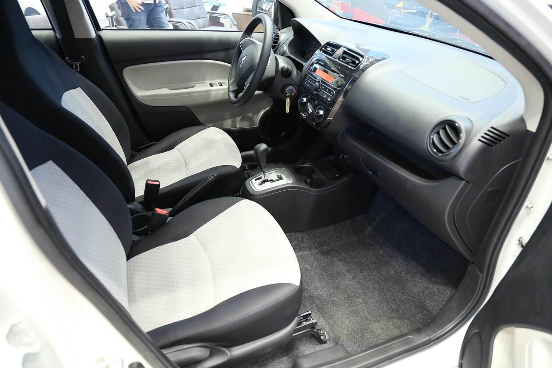 صورة داخلية للسيارة  ميتسوبيشي سبيس ستار LL 2020