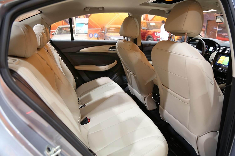 صورة داخلية للسيارة  ام جي 5 DEL 2020
