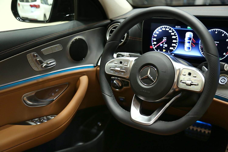 صورة داخلية للسيارة  مرسيدس بنز E 200AMG 2020