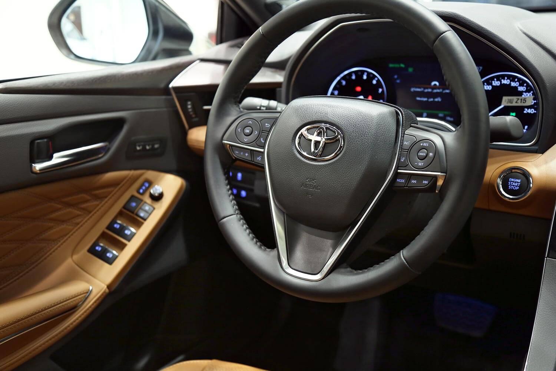 صورة داخلية للسيارة  تويوتا افالون Limited 2019