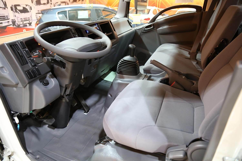 صورة داخلية للسيارة  ايسوزو دينا NQR 2021