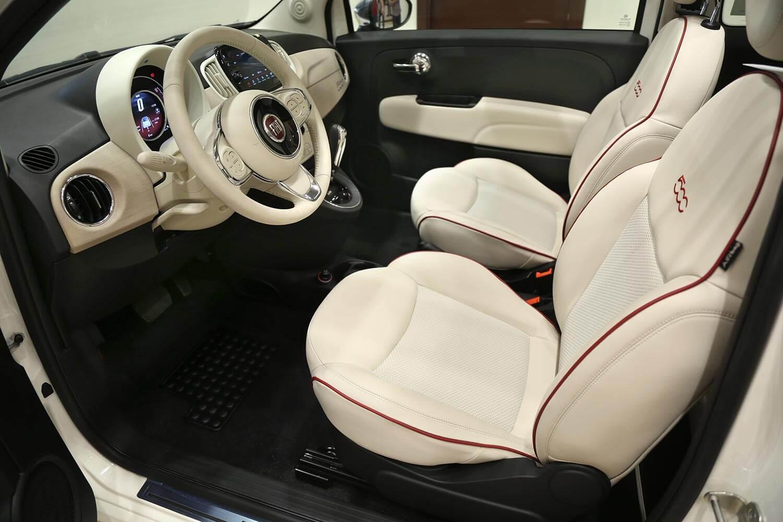 صورة داخلية للسيارة  فيات 500C Dolce Vita 2020