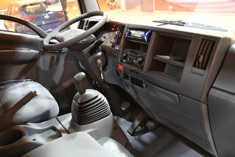 صورة داخلية للسيارة  ايسوزو دينا NPR 2020
