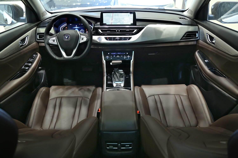 صورة داخلية للسيارة  شانجان CS 75 Full 4WD 2021
