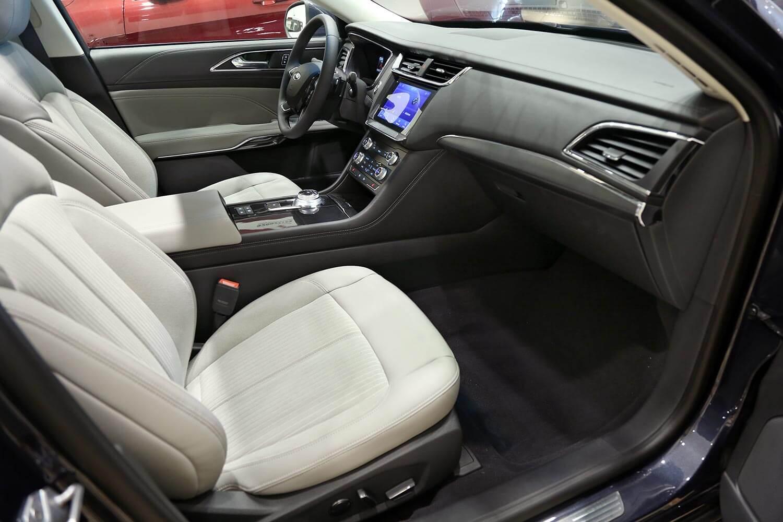 صورة داخلية للسيارة  فورد تورس تريند 2021