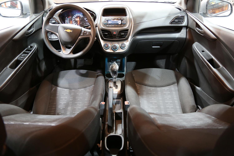 صورة داخلية للسيارة  شفروليه سبارك LS 2021