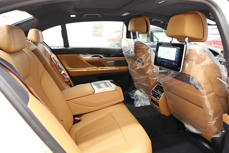 صورة داخلية للسيارة  بي ام دبليو 740 Li 2020