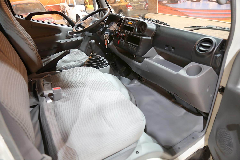 صورة داخلية للسيارة  هينو شاحنة شاسيه 300 614XZU600 2020