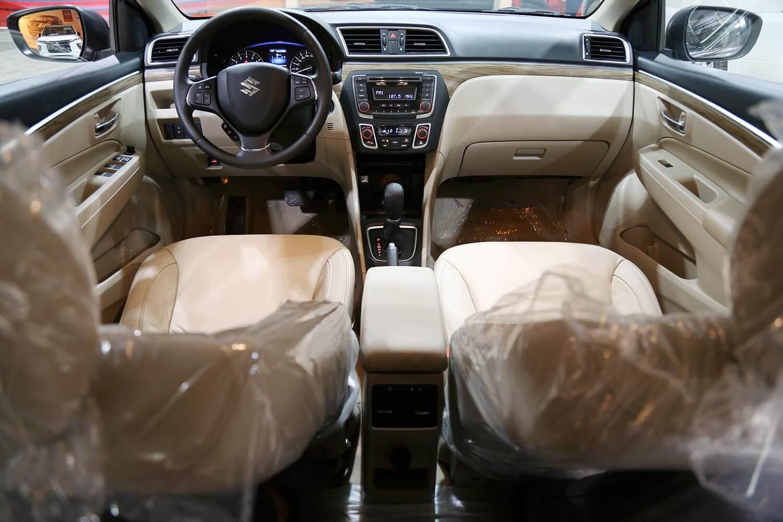 صورة داخلية للسيارة  سوزوكي سياز GLX 2020
