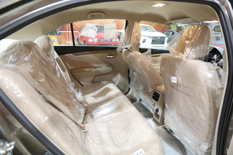 صورة داخلية للسيارة  سوزوكي سياز GL 2020
