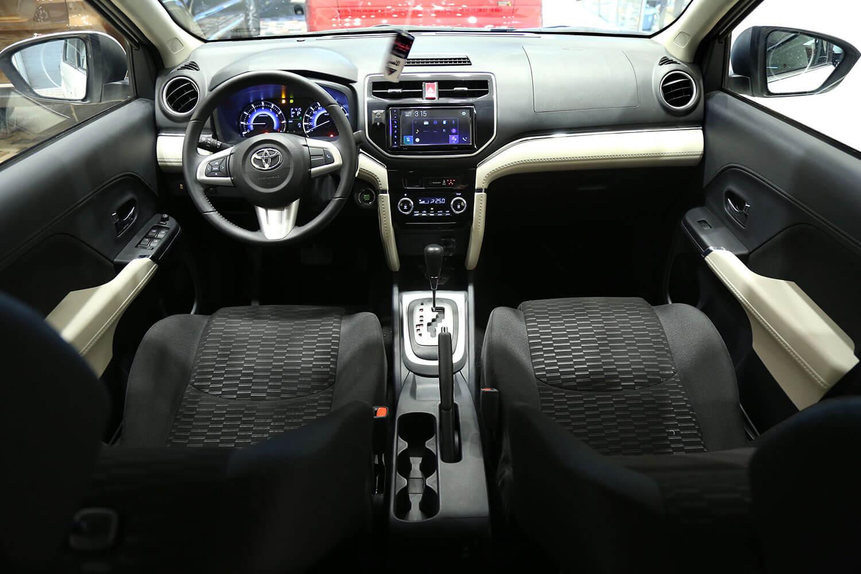 صورة داخلية للسيارة  تويوتا راش GL 2021