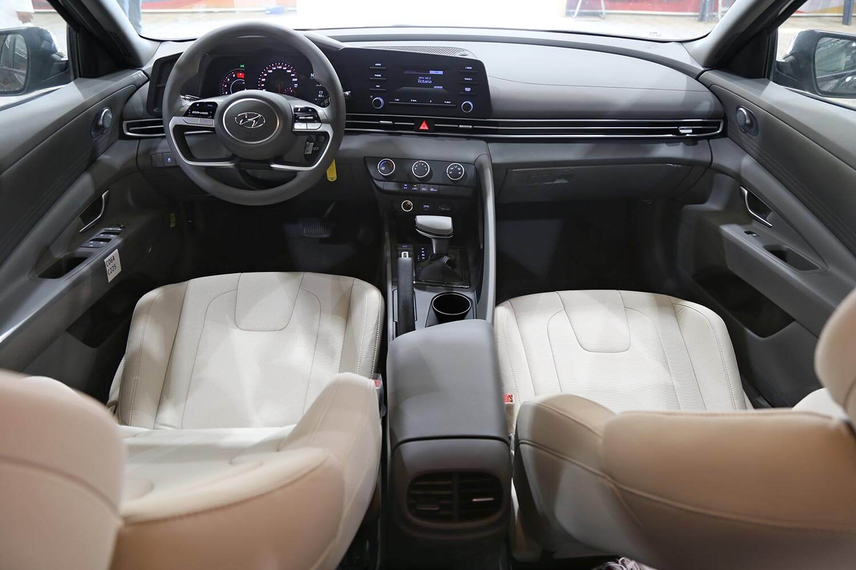 صورة داخلية للسيارة  هيونداي النترا GLS-SMART 2021